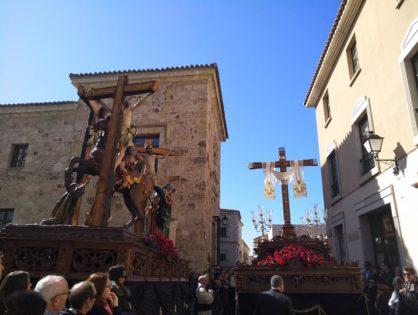 Un multitudinario Vía Crucis cierra de forma brillante el VII Congreso de Hermandades y Cofradías