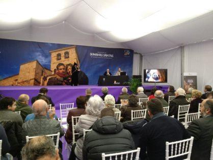 Centenares de personas conocen las Semanas Santas de Interés Internacional en la carpa de Claudio Moyano